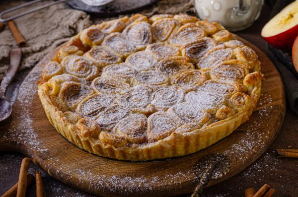 homemade rustic apple pie