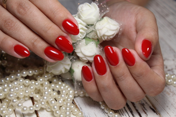 fashionable red manicure