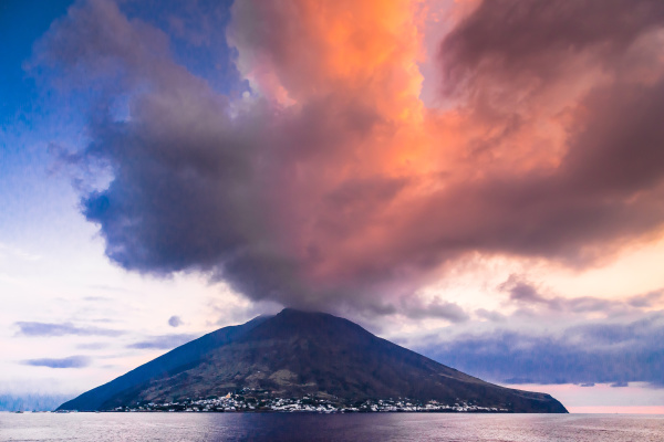 the volcano stromboli belongs to the