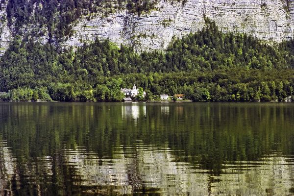 lake hallstatt austria