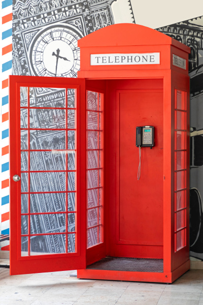red telephone cabin