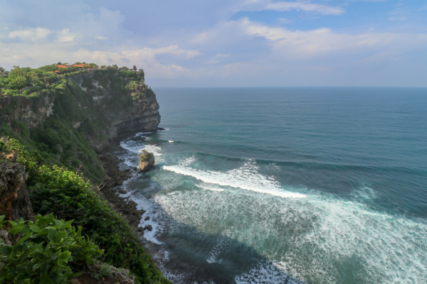 overview panorama ocean shore cliff overwhelmed