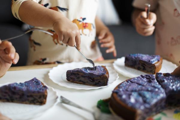 children eating homemade bithday cake