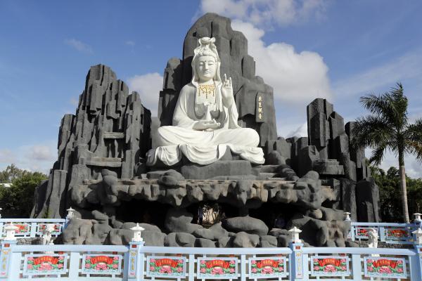 bodhisattva avalokitehvara guan yin statue