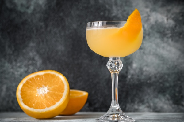 glass of bees knees cocktail