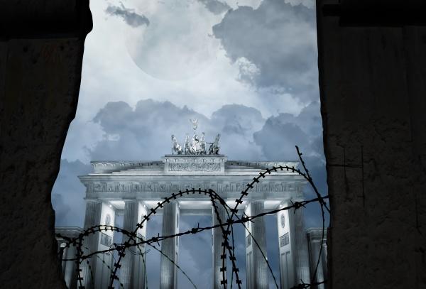 brandenburg gate behind a wall with