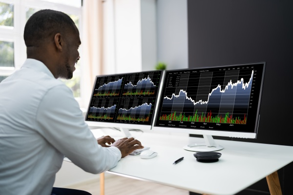 stock exchange analyst