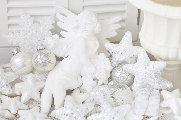 notalgic christmas decoration with angel
