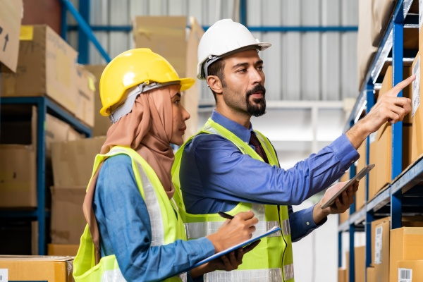 warehouse manager talk with worker about