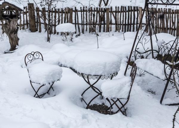 heavy snow fall in winter