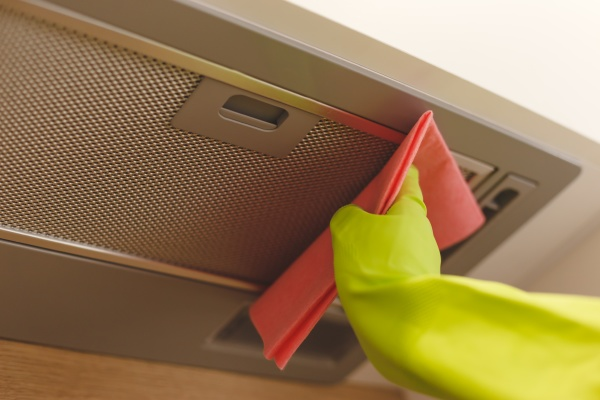 cleaning domestic cooker hood grid with
