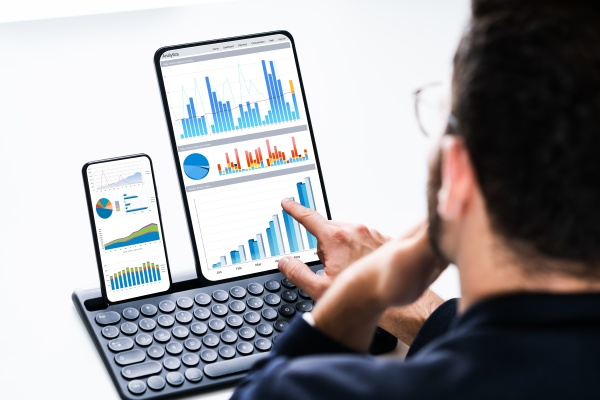profitable graph on analyst computer screen