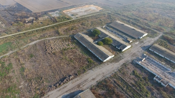the building of an old farm