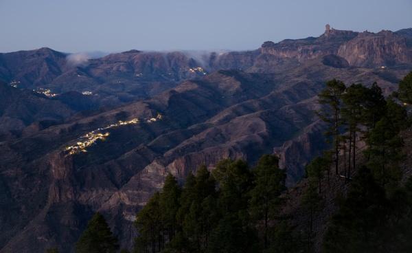 roque nublo and village of el