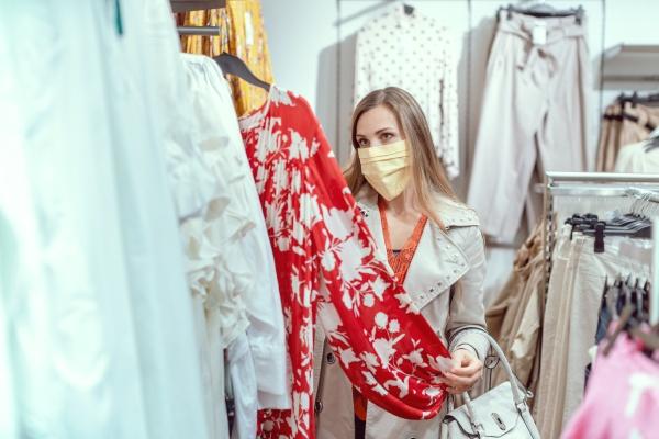 woman, shopping, in, fashion, store, wearing - 29086035