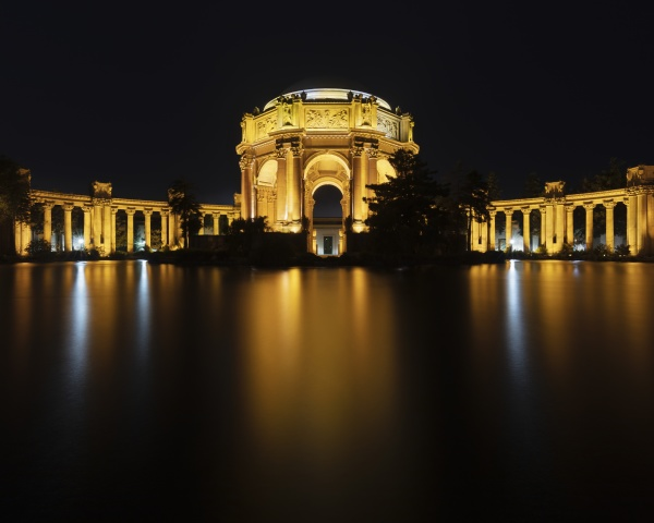 night view of the palace of