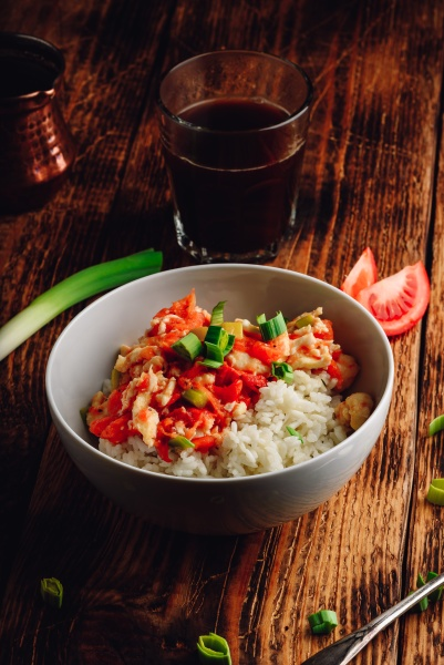 scrambled eggs with tomatoes leek and