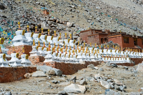 buddhist religious buildings tibet