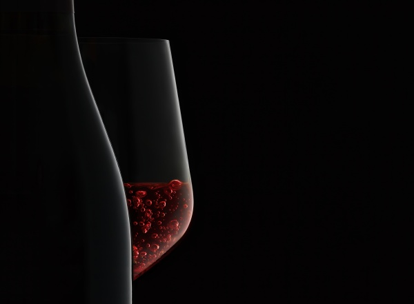 bottle and red wine silhouette