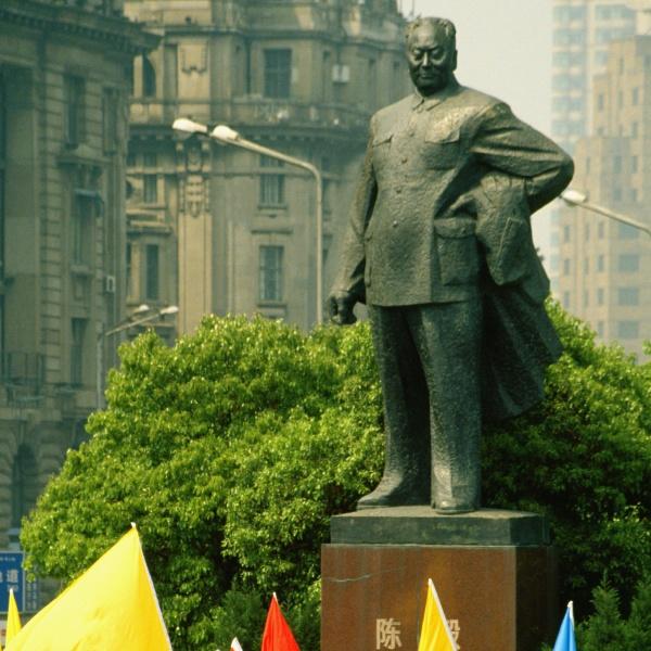 statue of mao tse tung in