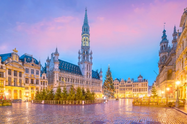 the grand place in old town