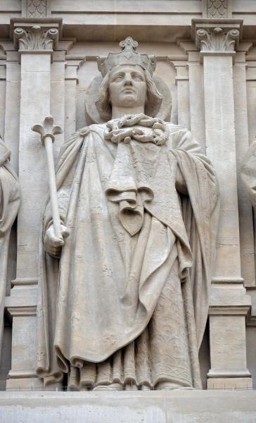 saints louis statue on the facade
