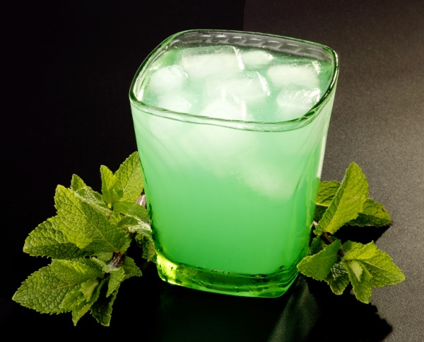 drink with mint and ice
