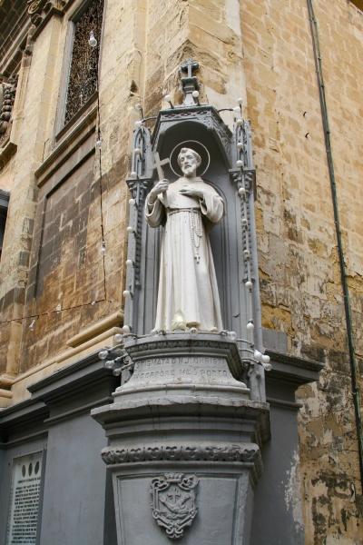 saint statue valletta streets malta