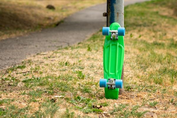 abandoned skateboard at park