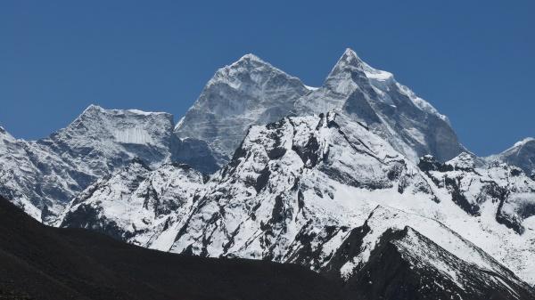 majestic mountain kangtega