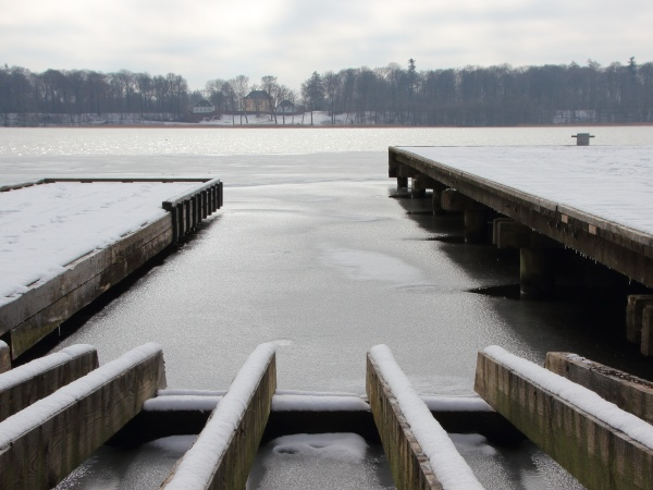 perspective of wooden pier with winter