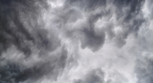 begins a strong thunderstorm heavy dark