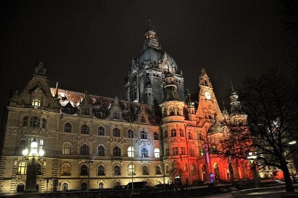 new city hall of hannover illuminated
