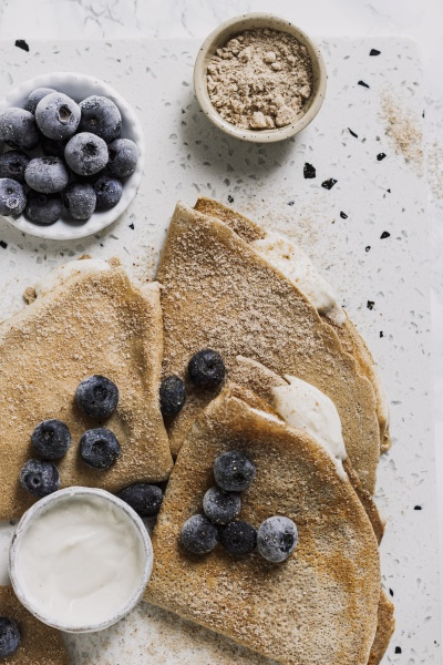 cinnamon crepes with skyr and blueberries
