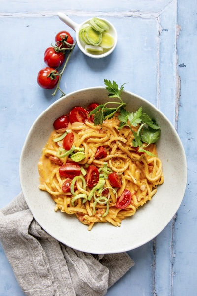 one pot spaetzle with tomatoes