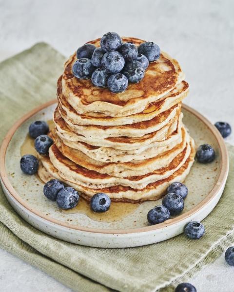 vegan pancakes and blueberries