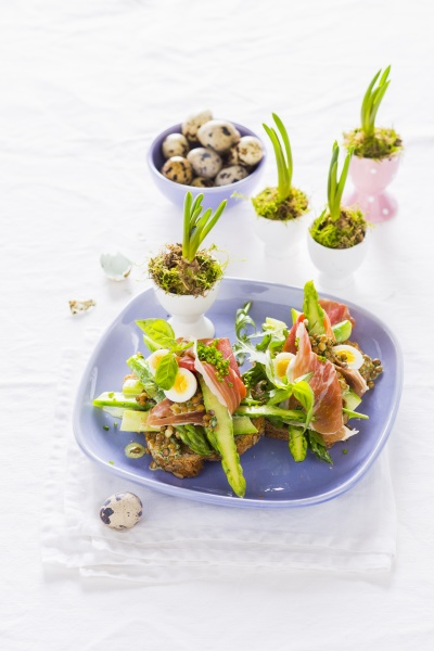 toast with green asparagus lentils parma