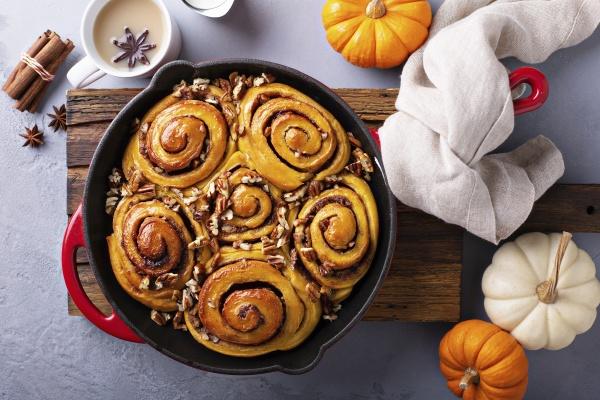 pumpkin cinnamon rolls in a cast