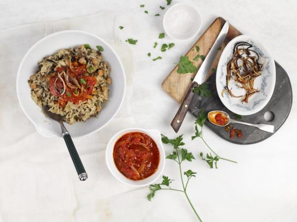 koshari rice with lentils and chickpeas