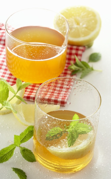 lemon balm syrup with mineral water