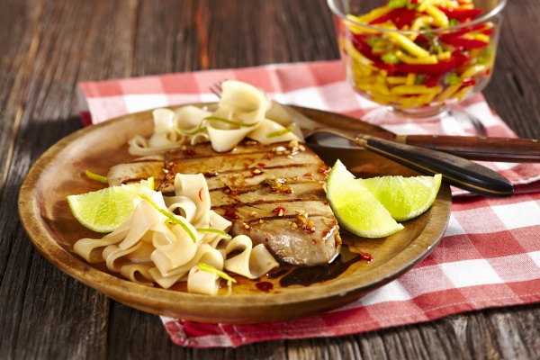 grilled marinated tuna fish with tagliatelle
