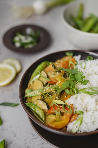 thai curry with mange tout and
