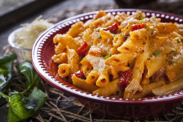 penne pasta with pepper and cheese