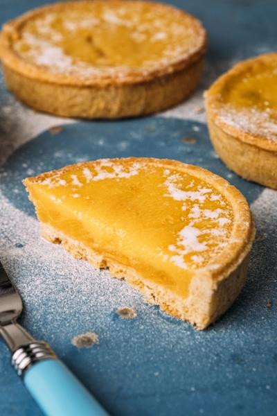 mini lemon tarts with shortbread crust