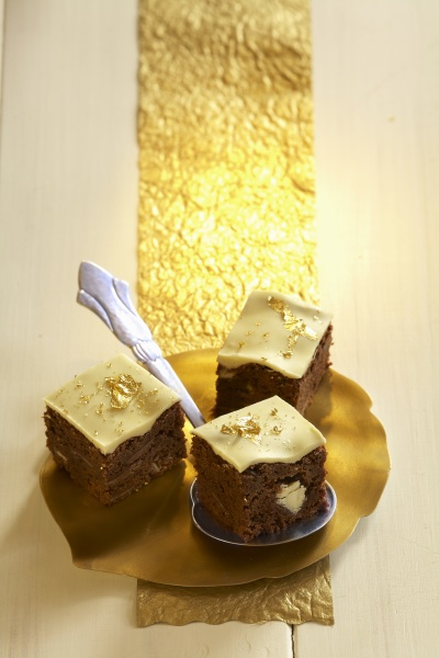 brownies with chai spices and gold
