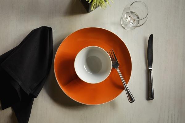 empty plate among table setting