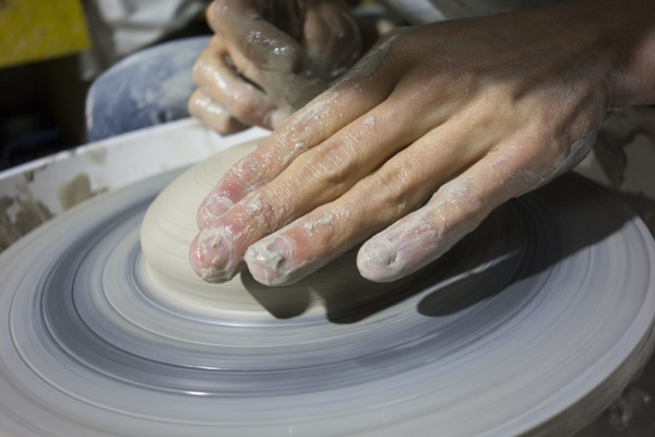 making pottery by hand on pottery