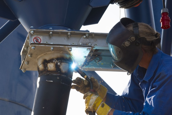 worker welding in protective clothing
