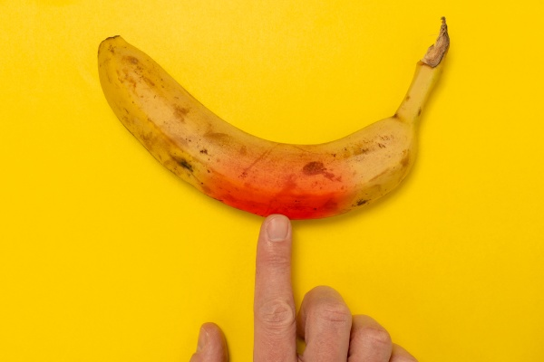 banana changing color when finger touching