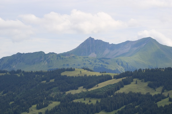peaks of mount gifer and louenehore